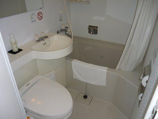 HOTEL Kuretake Inn Kikugawa Interchange : ユニットバスルーム