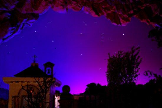 Cielo stellato (fibre ottiche) su scena del Cimitero - Picture of
