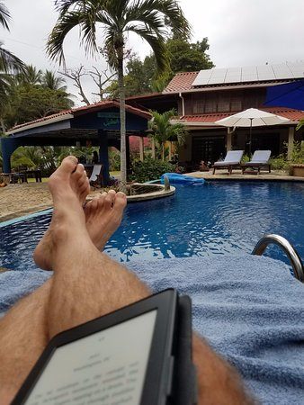 Peaks 'n Swells Surf Camp: relaxing pool-side