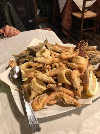 Ferentillo, Ιταλία: Antipasti caldi e freddi Ciriole ai frutti di mare  Frittura mista calamari gamberi e paranza