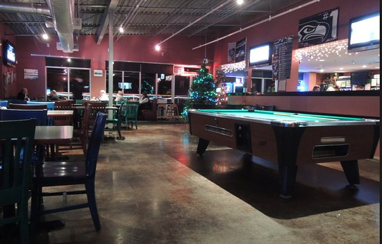 Shores : pool table area