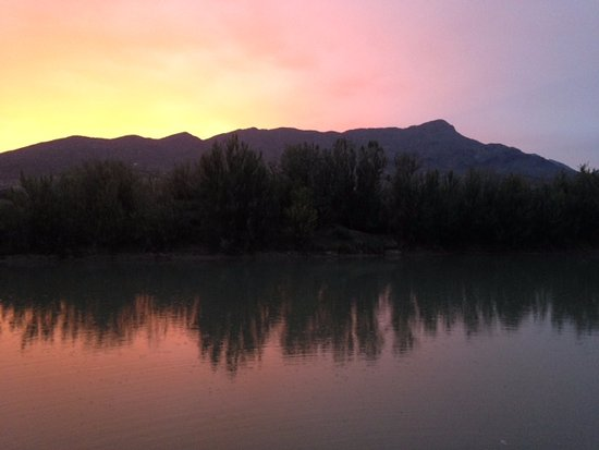 Riverbend Hot Springs: Rio Grande at sunrise