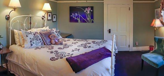 Iris Inn: The Jade room