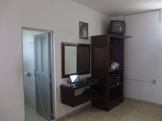 Hotel Villa De Las Flores Clothes Storage And Desk Tv On Top
