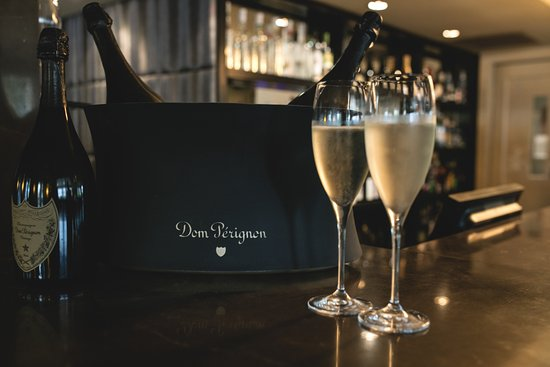 Lyall Hotel and Spa: The Lyall Champagne Bar