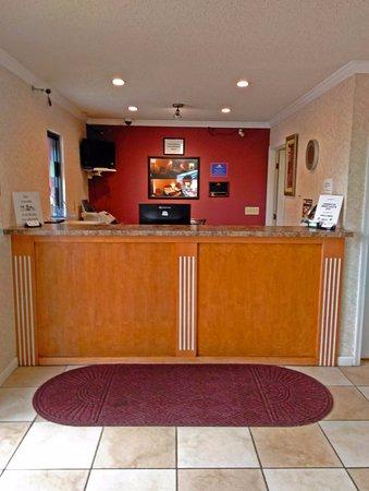 Blytheville, AR: Front Desk