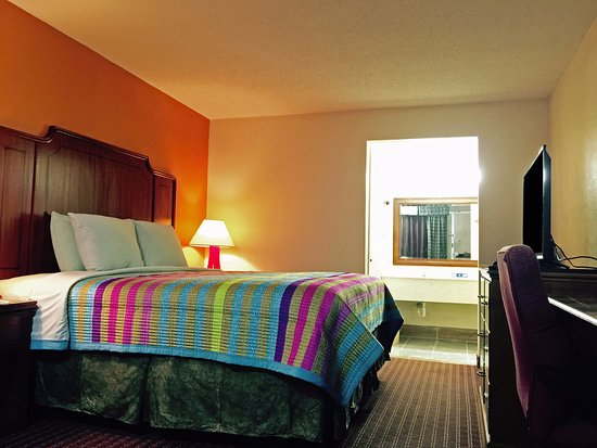 Blytheville, AR: One King Bed Accessible