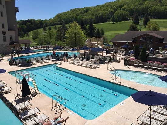 Ellicottville, NY: Use of Holiday Valley pool complex is available to renters.