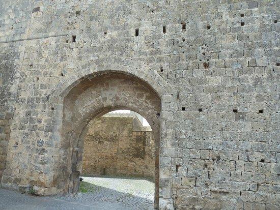 Tarquinia, Italie : Porta di Castello e Torrione detto di Matilde di Canossa