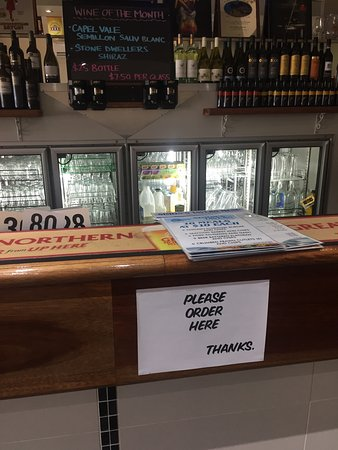 Boonah, Australia: No table service - bar ordering