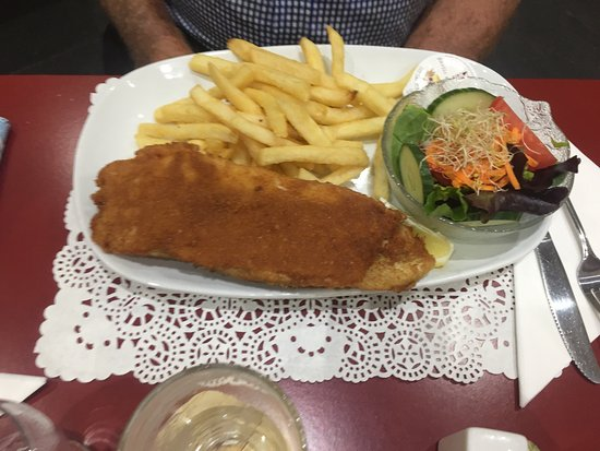 Boonah, Australia: Fish and chips with salad
