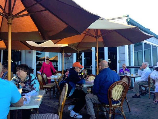 Jensen Beach, FL: Outdoor bar area.