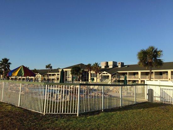Days Inn & Suites Jekyll Island: Heated pool.
