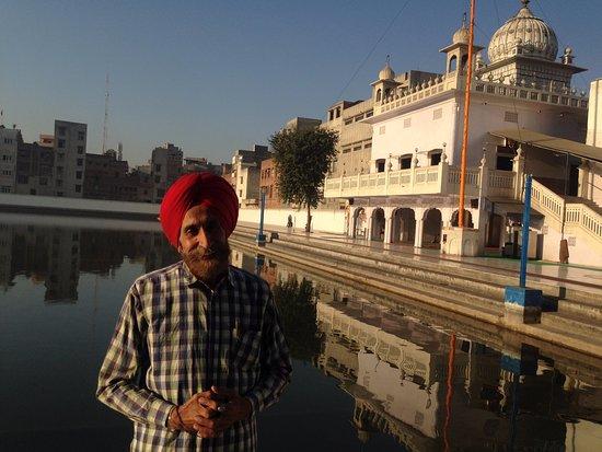 Davinder Singh's Amritsar Heritage Walk: The very knowledgeable Davinder Singh