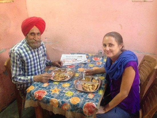 Davinder Singh's Amritsar Heritage Walk: Sharing an end of tour kulcha