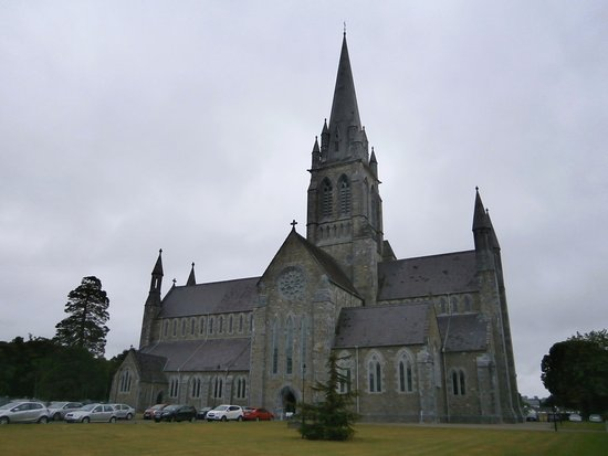 St. Mary's Cathedral: 教会の外観