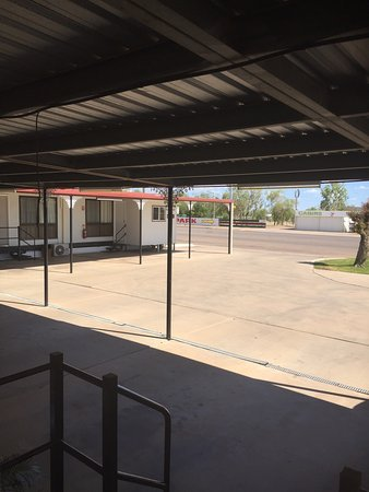 Outback Motel: photo1.jpg