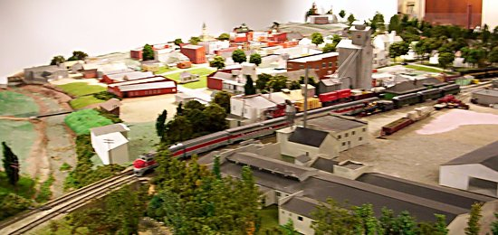 Salem, IN: Historically accurate model railway in the basement.
