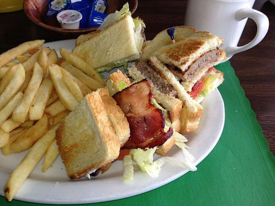 Walnut Grove, CA: Wimpy's Club Sandwich (Beef patty, Bacon, Lettuce & Tomato)