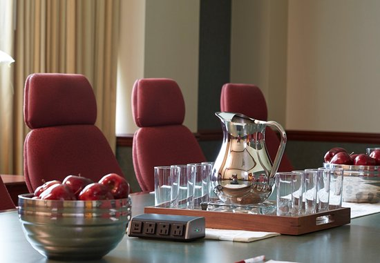 Hoffman Estates, Илинойс: Executive Boardroom Details