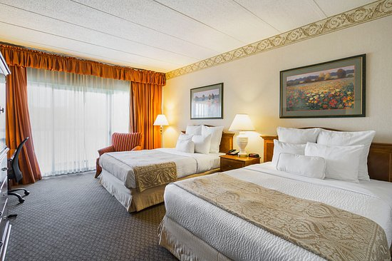 Painesville, Огайо: Double Queen Bedroom