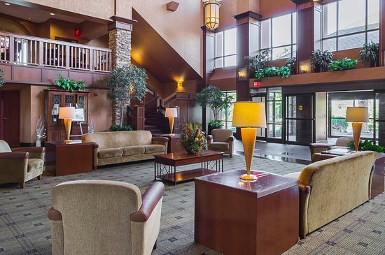 Painesville, OH: Lobby