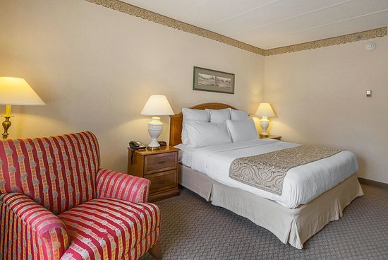 Painesville, OH: King Bedroom