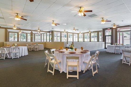Painesville, Огайо: Pavilion Room