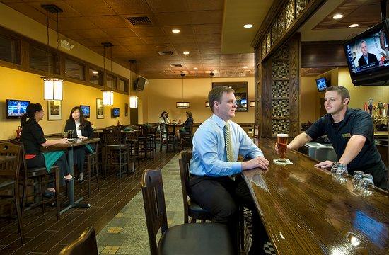 Стерлинг, Вирджиния: Enjoy a cold draft beer at O'Malley's Pub