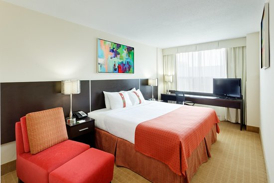 Holiday Inn Toronto Downtown Centre: Contemporary Designed King Bed Guest Room