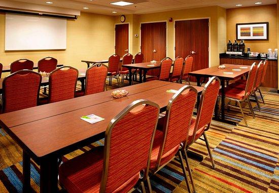East Rutherford, NJ: Meeting Room – Classroom Setup