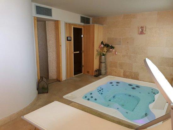 Hotel Vela Vrata: image-0-02-05-dbaa89aca015665b73efdff7fa1ec1fbad5199ad99f40fc99cfc44605e10a27a-V_large.jpg