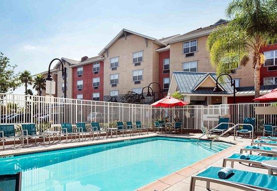 Hawthorne, CA: Outdoor Pool