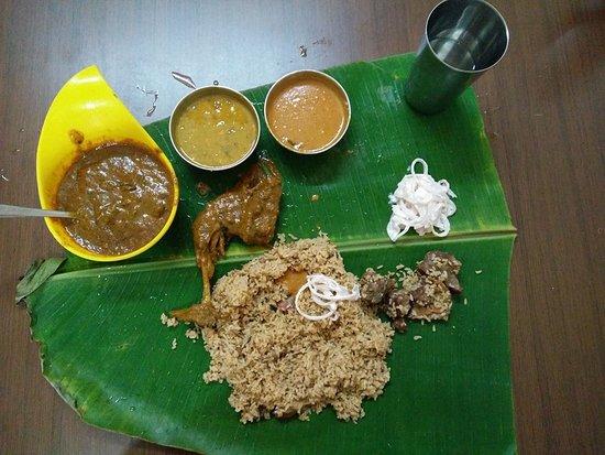 Thalappakatti Naidu Biriyani Hotel: Country chicken