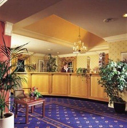 Royal British Hotel: Hotel Reception Area