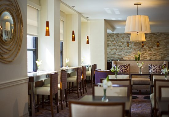 Peoria, IL: Concierge Lounge