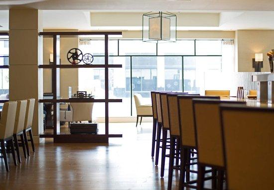 Peoria, IL: Lobby Lounge & Bar