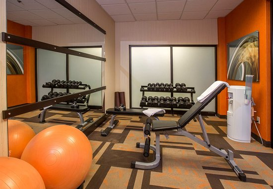 Raynham, MA: Fitness Center - Free Weights