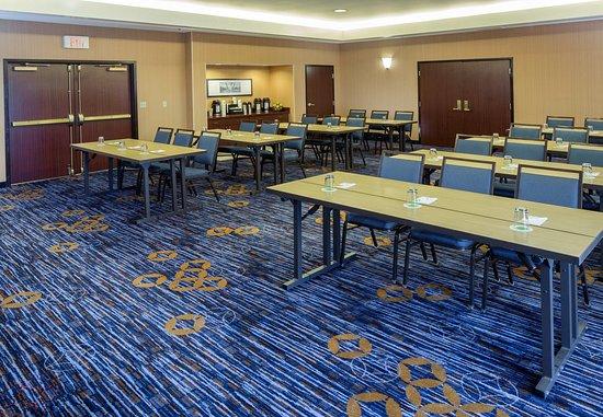 Raynham, Массачусетс: Meeting Room A - Classroom Setup