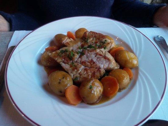 Cardroc, France : Plat principal de ris de veau petits légumes