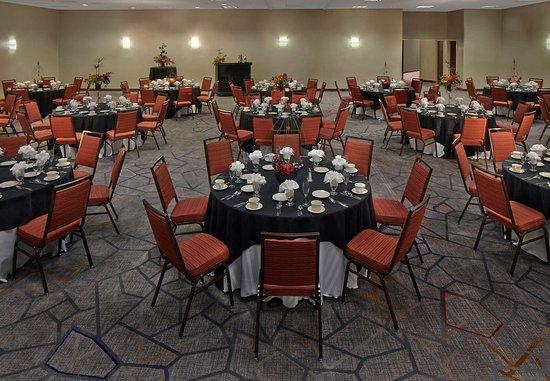 Cromwell, CT: Ballroom – Banquet Setup