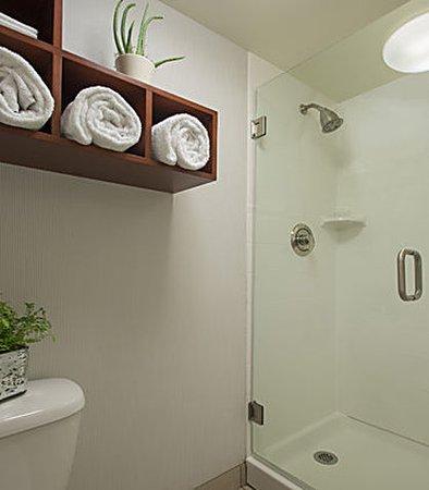 Beachwood, OH: Guest Bathroom