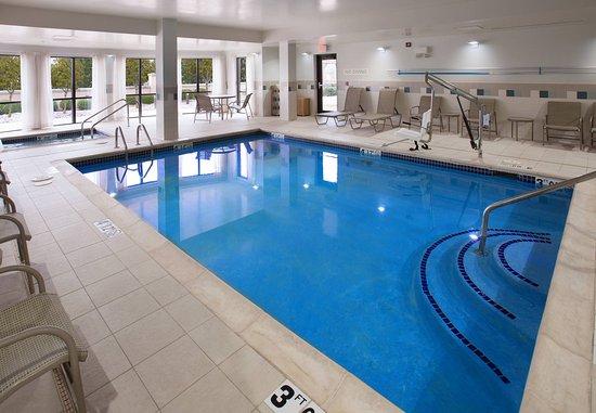 Fayetteville, AR: Indoor Pool & Hot Tub