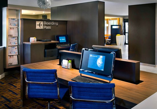 Windsor, CT: Business Center