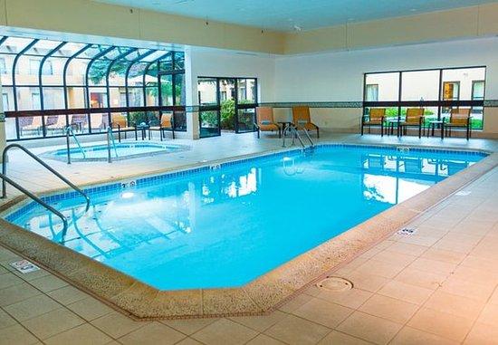 Des Plaines, IL: Indoor Pool & Whirlpool