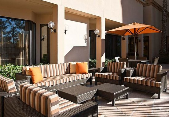Laguna Hills, Californien: Outdoor Sitting Area