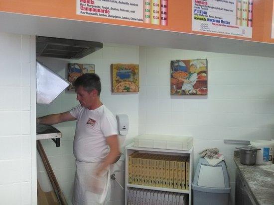 Dol-de-Bretagne, France : Le meilleur pizzaïolo / Thierry !