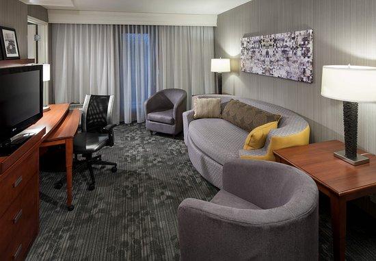 Kirkland, WA: King Suite – Living Area