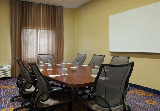 Saint Charles, IL: Boardroom