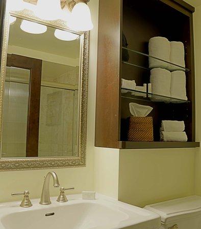 Jensen Beach, FL: Guest Bathroom